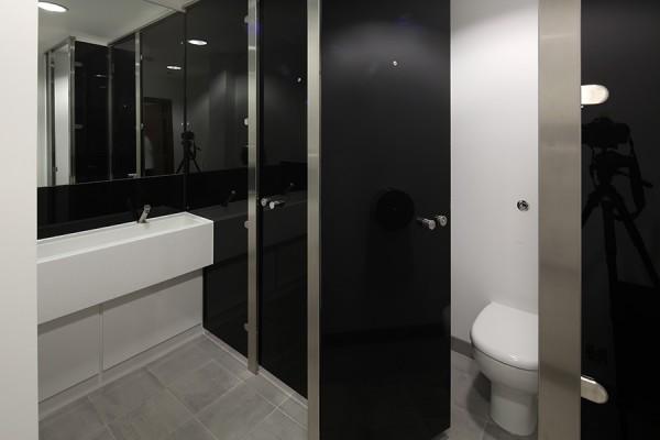 Senza toilet cubicle
