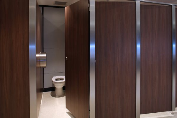 Senza cubicles in solid grade laminate finished with a walnut veneer