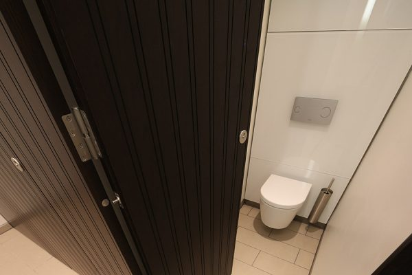 Full height Alto toilet cubicle - Chancery Lane
