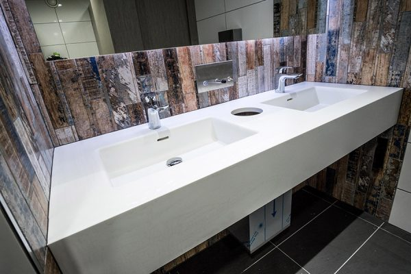Corian vanity units - Club Baltimore