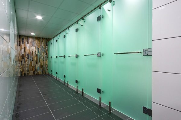 Luminoso Acrylic shower cubicles - Club Baltimore