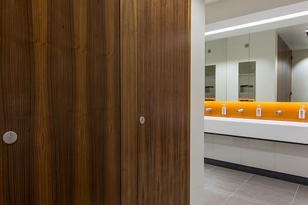 Alto cubicles in walnut finish veneer - 4 Longwalk Stockley Park