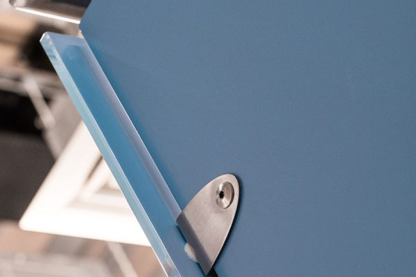 Close-up on Luminoso Glass shower cubicles in blue