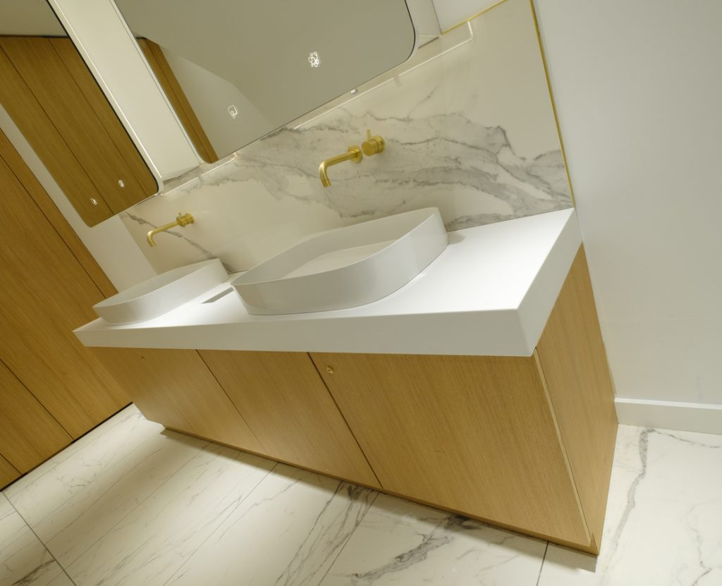 Brass effect accessories and marble splashbacks
