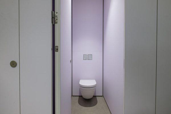 Full height Alto FENIX toilet in crisp white at Harella House