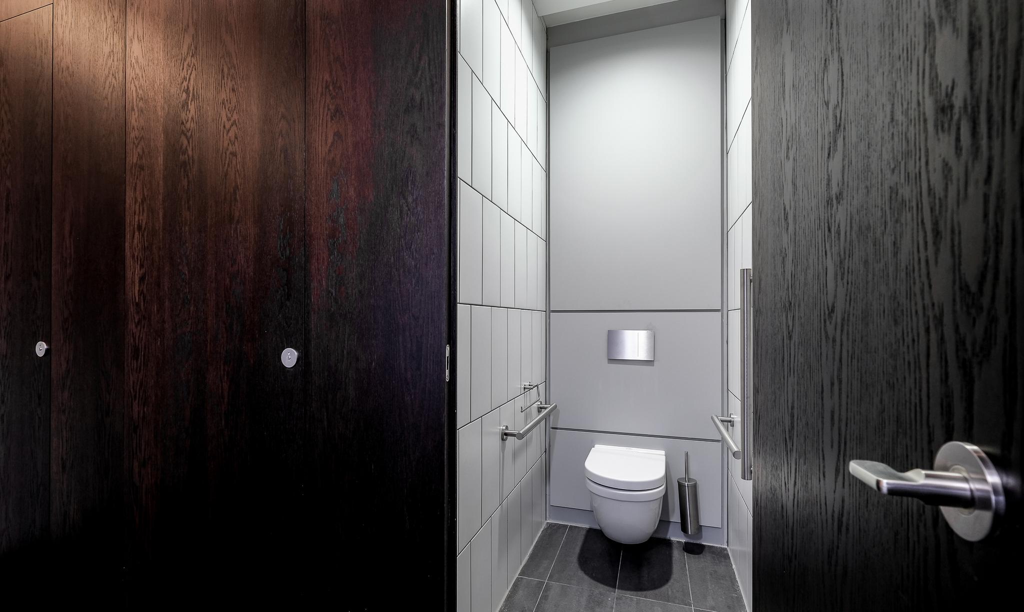 Holborn mock-up washroom full size