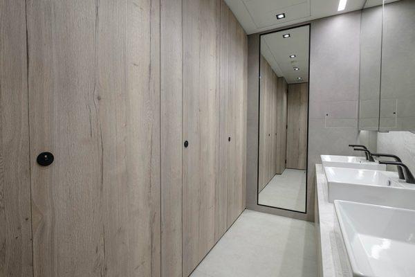Alto Laminate cubicles in distressed oak effect