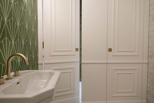 Full height Alto Laminate cubicles in white with bespoke timber mouldings - Hammer House, London